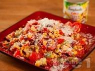 Приготвяне на рецепта Салата с чери домати, авокадо, царевица и сирене пармезан